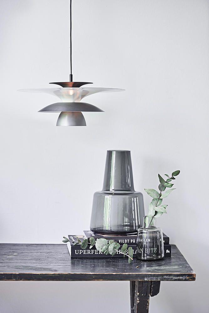 cf73162bddee Klassisk og stilren lampe der spreder lyset godt