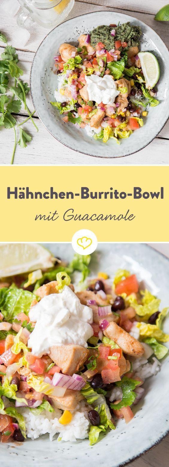 Burrito ohne Tortilla? Ja, das geht. Und wie das geht! Statt in einen großen Weizenfladen werden die mexikanischen Leckereien wie Salsa, Guacamole, Hähnchen, Reis und Gemüse zusammen in eine Schüssel
