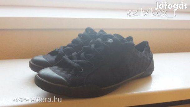 Eladó DC női cipő 40: Eladó a képen látható női DC cipő. Cimke szerint 40-es, 39-re ajanlom. Talphossza 26,5 cm. Teljesen hibátlan, párszor viselt.