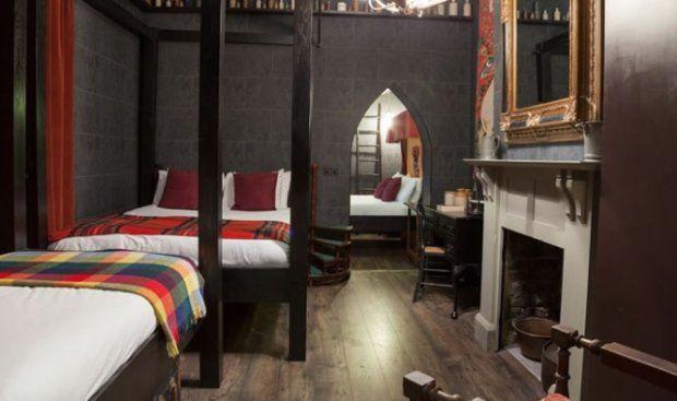 209 funtów - tyle kosztuje doba w apartamencie stylizowanym na komnaty, w których mieszkał Harry Potter. W hotelu Georgian House w Londynie można poczuć 'ducha Hogwartu' - pisze CNN Money.