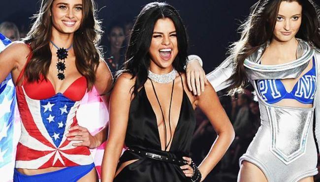 Justin Bieber texts Selena Gomez to show support for Victoria's Secret Show 2015