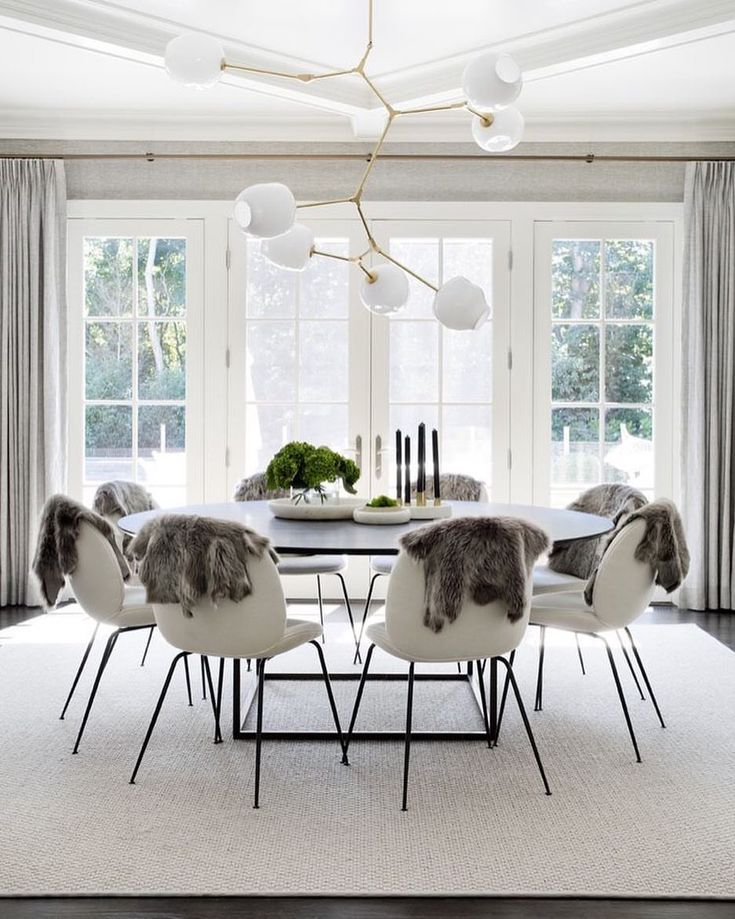 Sometimes a space comes along that you can't stop thinking about. THIS is one of them! Designed by @tamaramageldesign