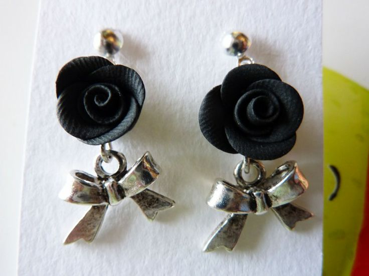 Orecchini con fiocco e rosa nera in fimo fatte a mano - Black roses earrings in fimo polymer clay handmade with ribbons