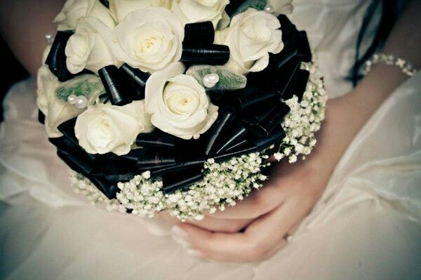 Wedding bouquet black and white