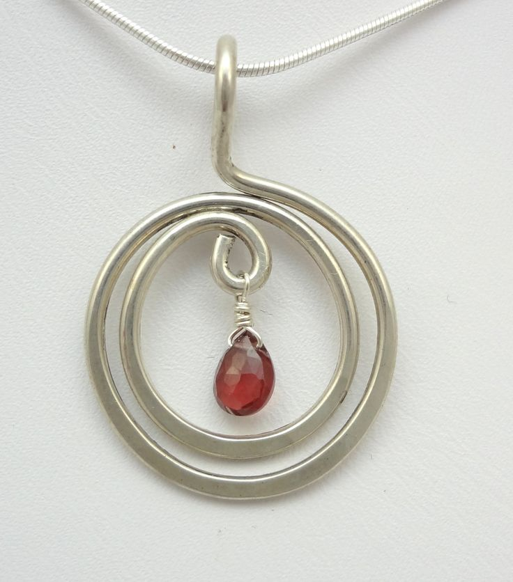 Sterling Silver Spiral and Garnet Pendant por TwistedBlissDesigns, $25,00