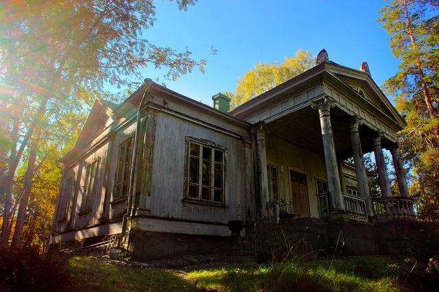 So sad to see such a beautiful house abandoned.  Suvisaaristo.