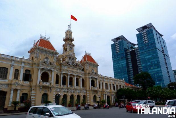 La ciudad que conserva rasgos de la histórica Saigón, conviviendo en la moderna Ho Chi Minh de Vietnam. ¡Una trepidante metrópoli del sudeste asiático! #vietnam #saigon #hochiminh #hcmc #viajar http://www.portaldetailandia.com/ho-chi-minh-city-saigon/