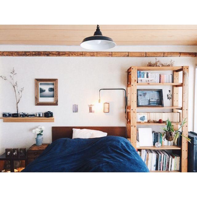EVOBさんの、ベッド周り,無印良品,照明,本棚,植物,ライト,和室,ベッド,ドライフラワー,賃貸,壁に付けられる家具,電球,毛布,trackfurniture,standardtrade,leadmehome,rivergate,のお部屋写真