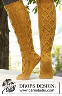 "Knitted DROPS socks with cables in ""Karisma"". ~ DROPS Design  free pattern"