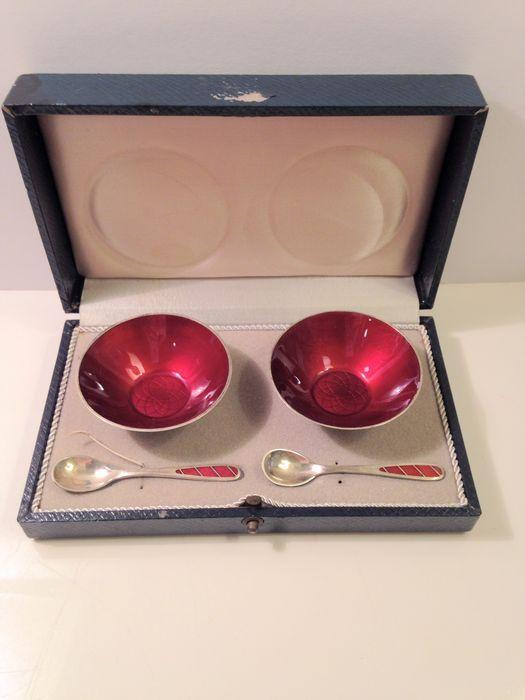 Online veilinghuis Catawiki: Zilveren geëmailleerde peper- en zoutvaatjes met lepels, Ela Denmark, Denemarken, ca. 1955