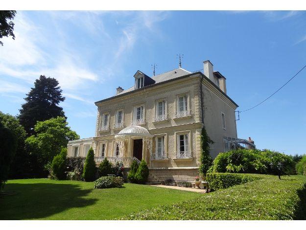 Un joli manoir à Mehun-sur-Yèvre qui propose des chambres à partir de 82€/nuit pour 2 personnes - Cliquez sur l'image pour accéder à la fiche descriptive