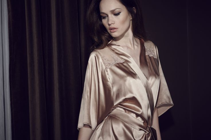 Champagne silk robe:http://www.fleurofengland.com/sets/4577-champagne-silk-robe