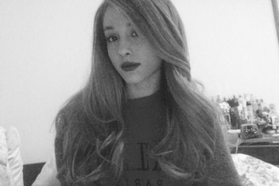 Star Spotting: Ariana Grande Shares A Rare Photo With Her Hair Down, SANS PONYTAIL!!!!