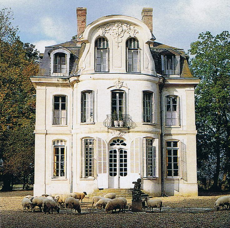 18th century French house// can I just say that this is my dream. I bet it's haunted too!