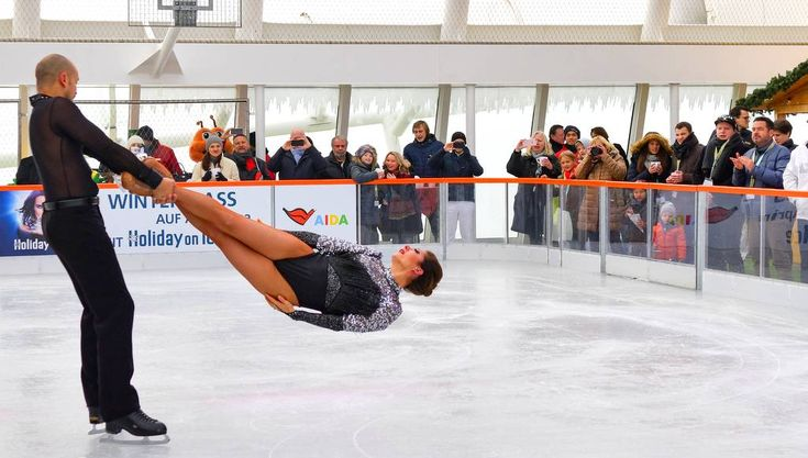 Sehr erstaunlich: Hamburgs höchste Eislaufbahn schwimmt