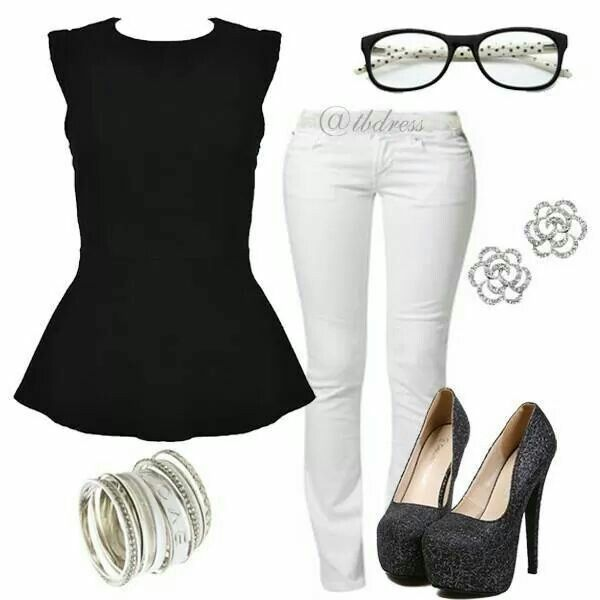 Outfit pantalon blanco blusa negra