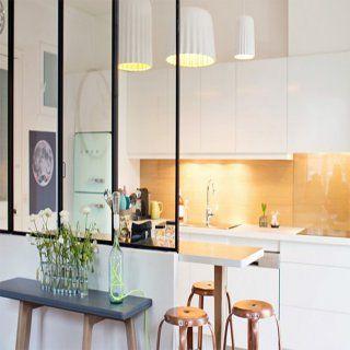 verrière à fins barreaux noire dans une cuisine design | photos
