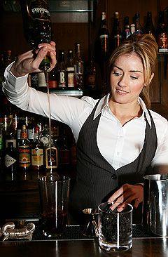 charlotte-voisey-bartender-093010-lg.jpg (240×366)