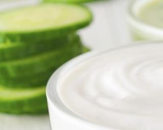 Masque beauté naturel au concombre pour teints brouillés : http://www.fourchette-et-bikini.fr/recettes/recettes-minceur/masque-beaute-naturel-au-concombre-pour-teints-brouilles.html