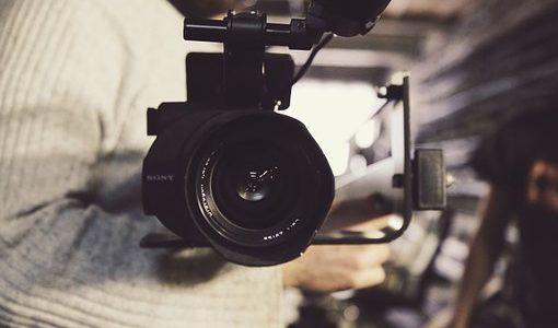 Ecco una breve guida su come pianificare la realizzazione di un video aziendale step by step.  #video #videoaziendale #crearevideo #creazionevideo