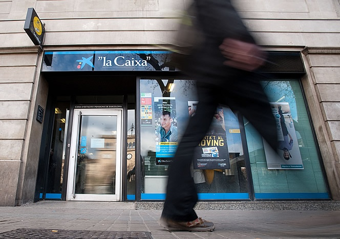 24 de julio de 2012: La Caixa suprime la marca Cívica en la integración de su red de oficinas.
