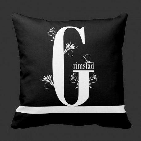 G for Grimstad  En elegant pyntepute i svart og hvitt for alle dere som er glade i Grimstad :-)  #pynteputer #interior #hjemmedekor #designputer #Grimstad