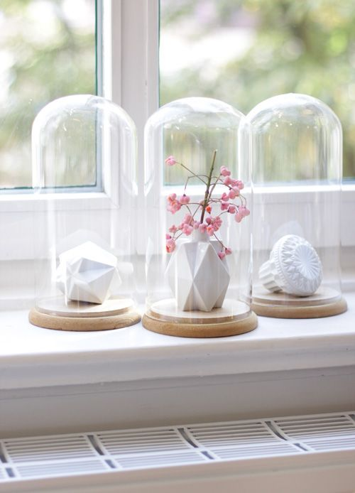 in der Living at Home, die kleine eckige Vase von der Holländerin Lenneke Wispelwey . Endlich eine schöne Idee für meine Glashauben (von Kirsch Interior).