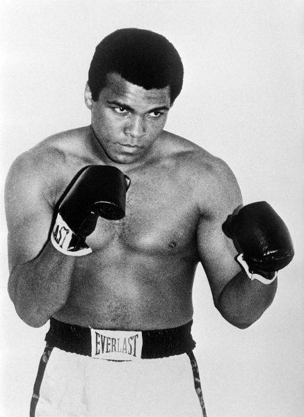 Les photographies de Mohammed Ali, de 1965 à 2013, disent tout de la carrière et de la vie de cet athlète exceptionnel usé par les combats et usé ensuite par la maladie pendant plus de trente ans.