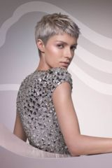 Pixie-Cut in Aschblond