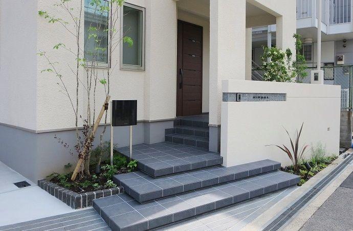 お客様の声 9 大阪 広がりと段差が美しいオープン外構 エクステリア 玄関アプローチ 階段 玄関アプローチ