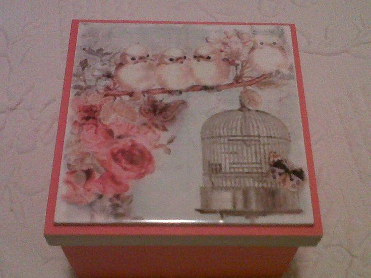Caja pintada y azulejo decorado con técnica de sublimacion