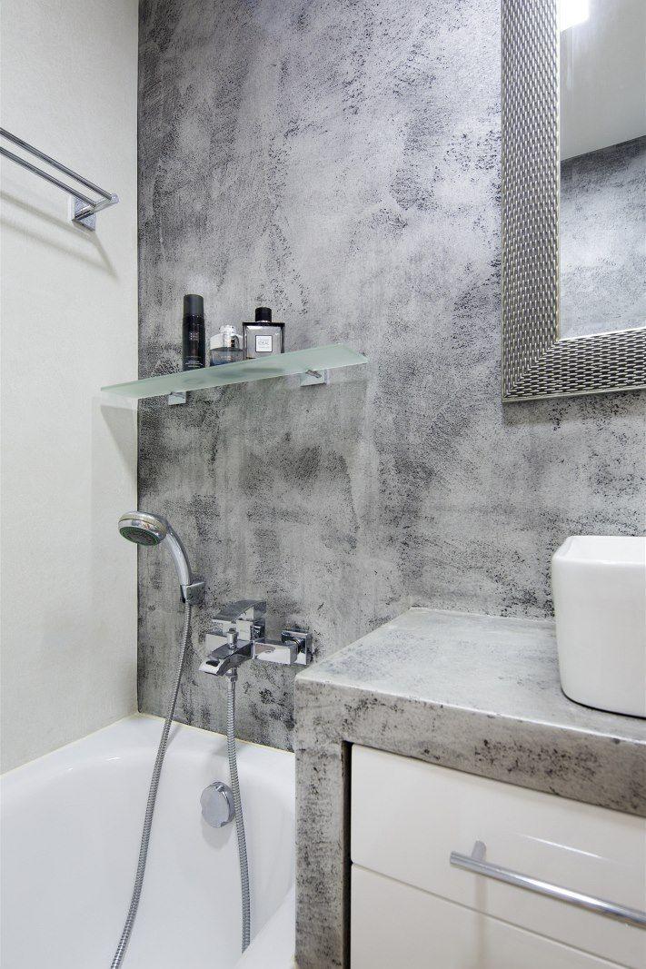 V koupelně byl použitý betonepox nejen na stěnách, ale i na horní a boční desce…