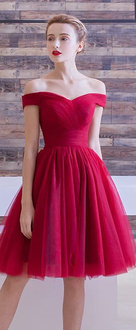 54eea4e8465a Robe rouge princesse épaule dégagée en tulle en 2019
