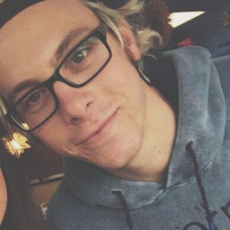riker in glasses is my favorite thing...he looks so cute....I love ❤ him so  much