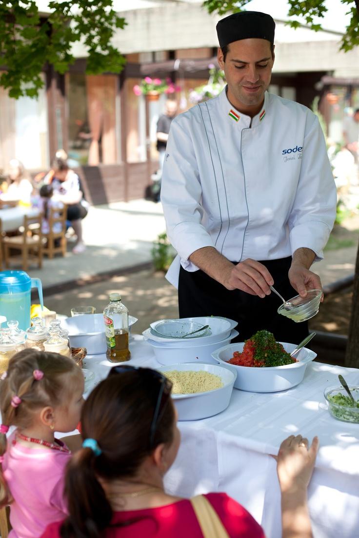 Főállásom a Sodexonál gyerekeknek népszerűsítem az egészséges ételeket.