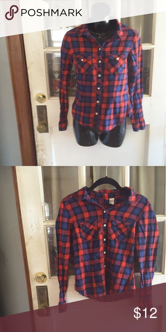 Divide from h&m Long sleeve fllanel pattern  / checker pattern  light material button up  2 functional pockets on chest 15.5 inches from armpit to armpit 23 inches long u shape button H&M Tops Button Down Shirts