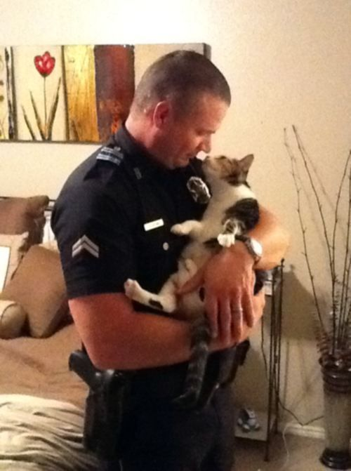 Awww. Real men love cats. =]: Cats, Cat People, Police Offices, Men And Cat, Cat Love, High Schools Sweetheart, Real Men, Animal, Read Princesses