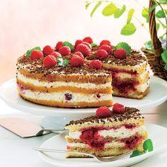 Den festlige lagkage med hindbær og mascarponecreme passer perfekt til særlige mærkedage, eller som en ekstra lækker dessert, når du har familie og venner på besøg.