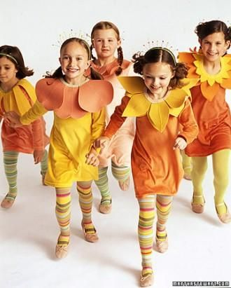 19 No-Sew Halloween CostumesFlower Costumes, No Sewing, Halloween Costumes, Flower Bouquets, Cute Outfits, Martha Stewart, Flower Children, Family Costumes, Running Costumes