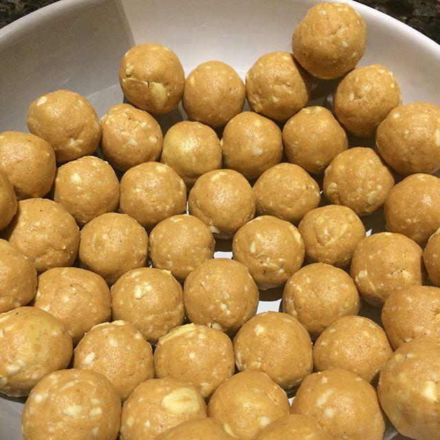 Peanut butter protein balls recipe http://livsapothecary.co.nz/peanut-butter-protein-balls/