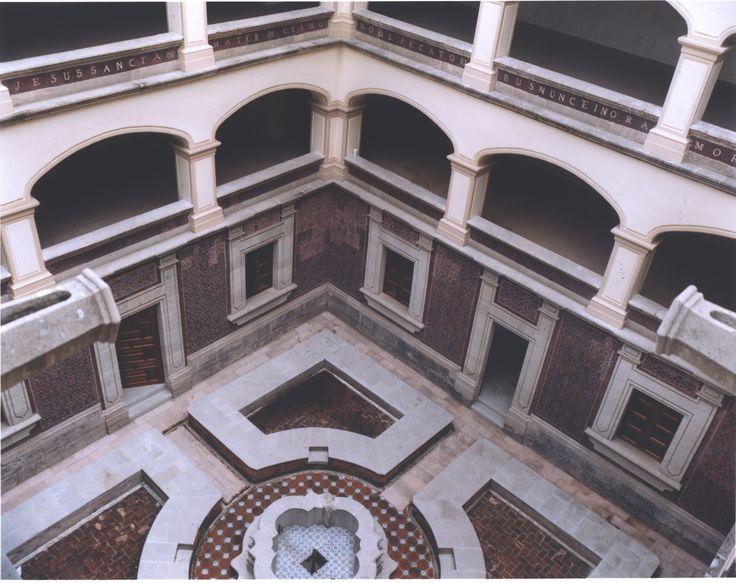 El edificio en el que se encuentra el MIDE es una construcción del Siglo XVIII perteneciente al periodo barroco mexicano.