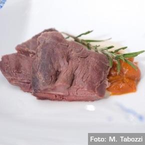 Sella di cervo marinata al miele di rosmarino e PRO-fumo al suo distillato.  Chef Emanuele Scarello