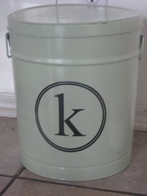 """spray paint an old popcorn tin...brillant. I could do this with one of the many buckets we have & use it as camping storage. Who says you can't look good """"roughing it""""?"""
