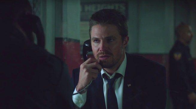 """Stephen Amell actor que encarna a Flecha Verde en Arrow, ha anunciado que su personaje dejará un poco de lado su traje de justiciero cuando la serie retome las emisiones de la quinta temporada. """"Te..."""