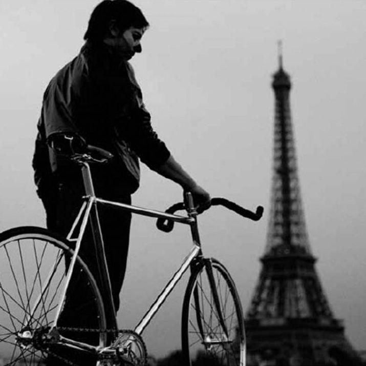:( #paris #enbiciando #furiososciclistas #arribadelachancha #pedalealoco #pedalearesdivertido #bicicletas #armatubici_cl #fixie #bicicleta