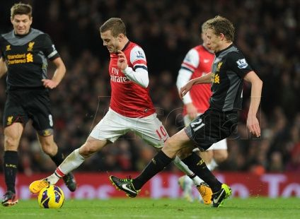 Jack beats Lucas to the ball during #Arsenal v #Liverpool.