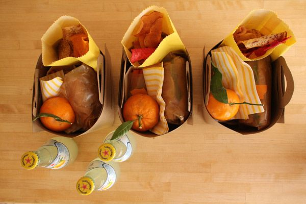 styled picnic. totally smitten with these lemonade bottles.: Butcher Paper, Gift, Brown Paper, Company Picnics, Summer Picnics, Work Outs, Families Picnics, Picnics Baskets, Kid