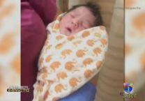 Madre Abandona A Su Bebe Recién Nacido Aun Con El Cordon Umbilical En Un Coche En La Calle #Video