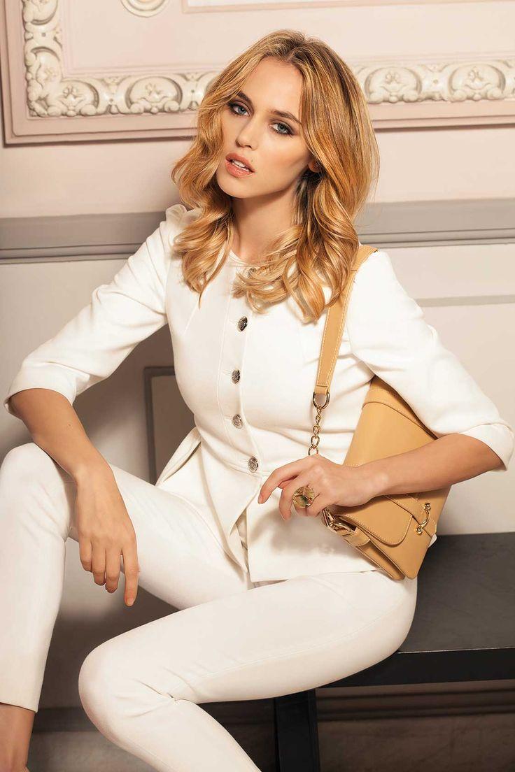(c) www.nissa.com  #nissa #white #blazer #officewear #style #fashion #fashionista #model #beautiful #outfit