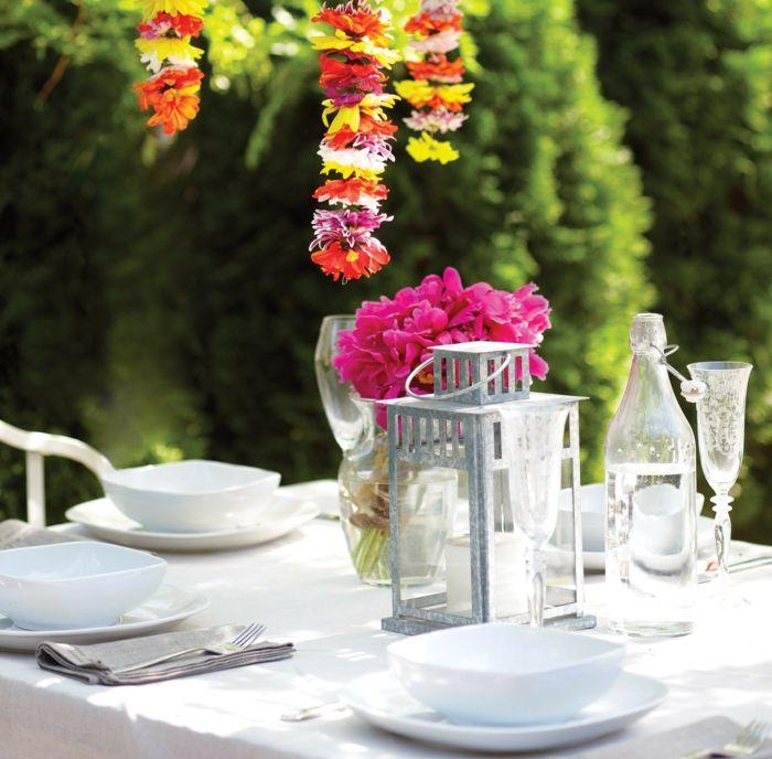 Tischdeko Fur Gartenparty. tischdeko mit großen kerzen und ...